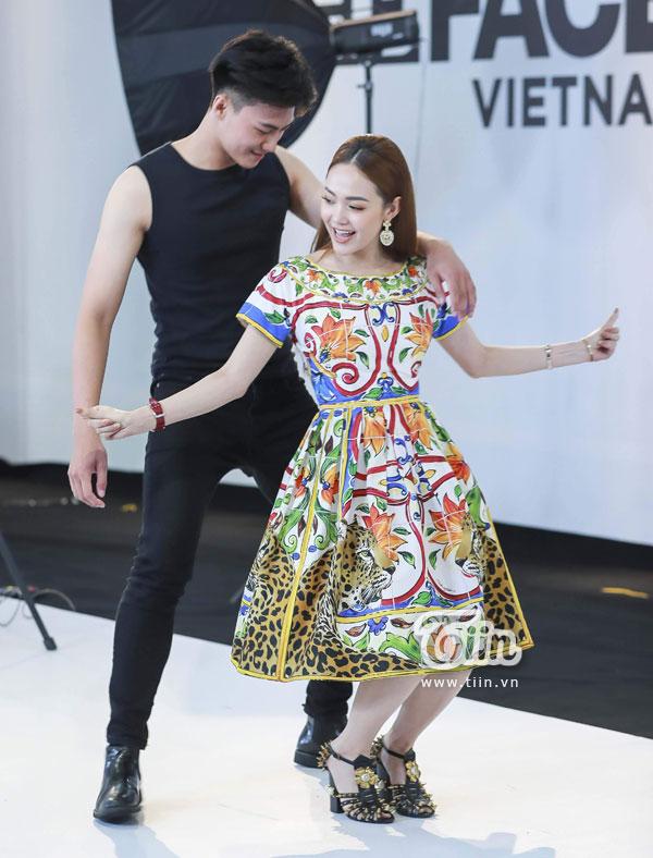 Clip: Minh Hằng trực tiếp hỗ trợ thí sinh trong thử thách nhảy theo nhạc 2
