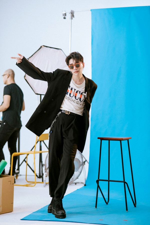 Không chỉ giỏi sáng tác, Châu Đăng Khoa còn lấn sân làm ca sĩ trong MV mới 1