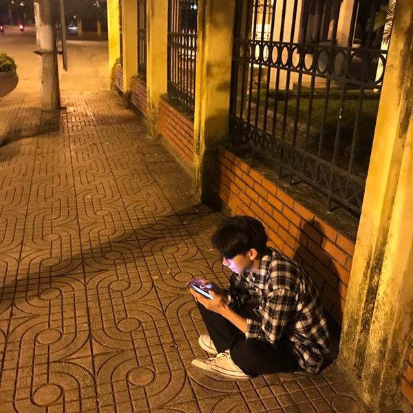 Anh chàng bị hội bạn thân 'bóc phốt' cô đơn đến mức tự lập 2 tài khoản Facebook để nói chuyện với nhau 1