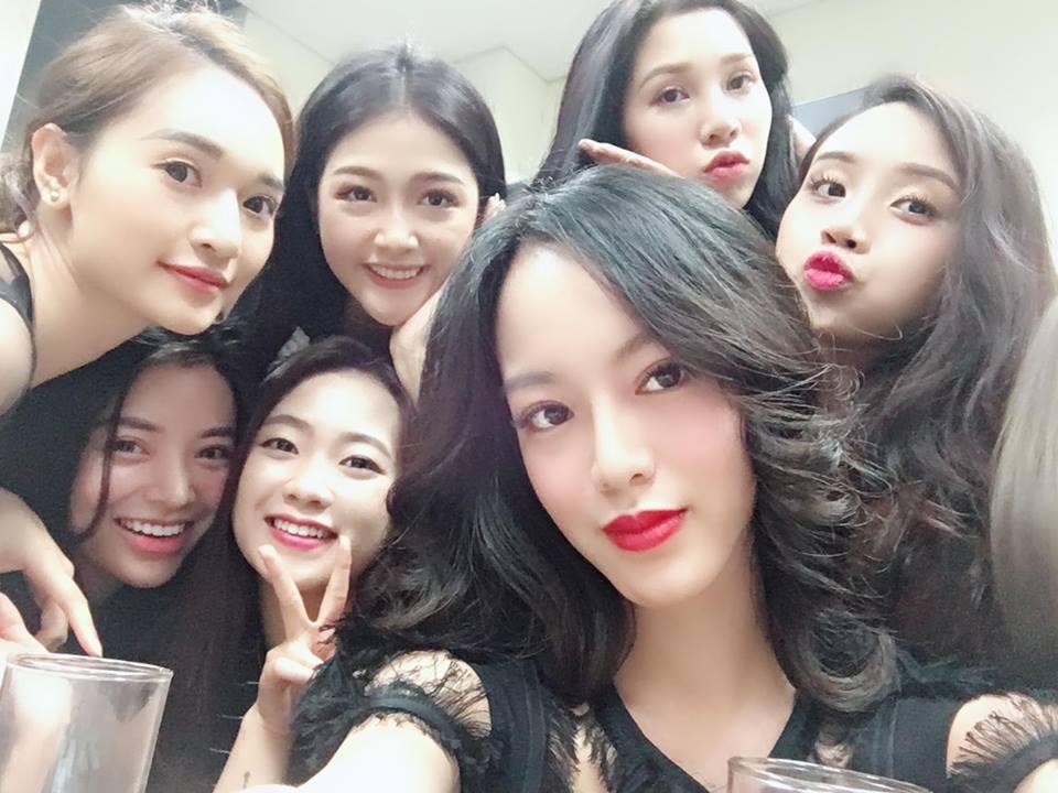 Hot girl Đoàn Phương Uyên cũng cập nhật những bức ảnh không có Trâm Anh.