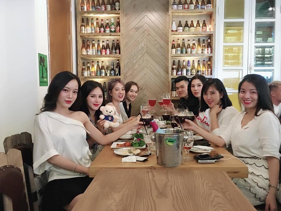 Hot girl Phạm Lan Anh đăng tải.