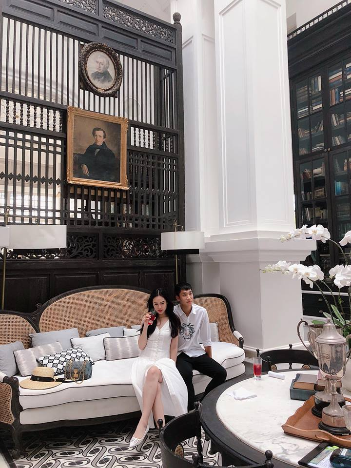 Cả hai công khai những hình ảnh thân mật trong chuyến nghỉ dưỡng ở Phú Quốc.
