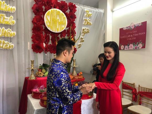 Lê Thúy có chồng vẫn đi đỡ tráp cho Tuyết Lan Next Top 0