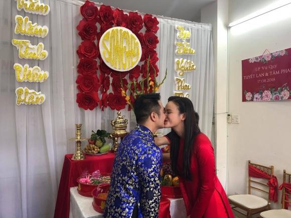 Lê Thúy có chồng vẫn đi đỡ tráp cho Tuyết Lan Next Top 1