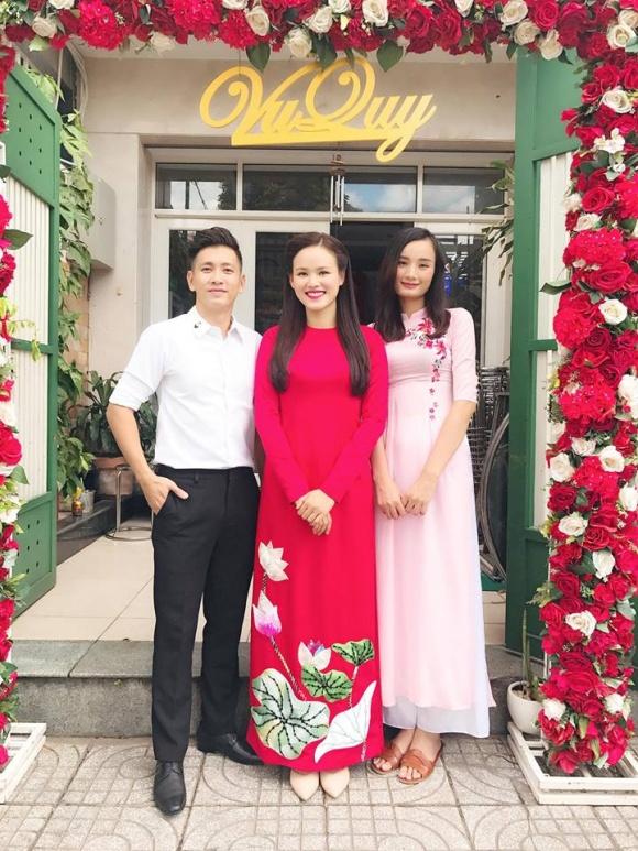 Lê Thúy có chồng vẫn đi đỡ tráp cho Tuyết Lan Next Top 3