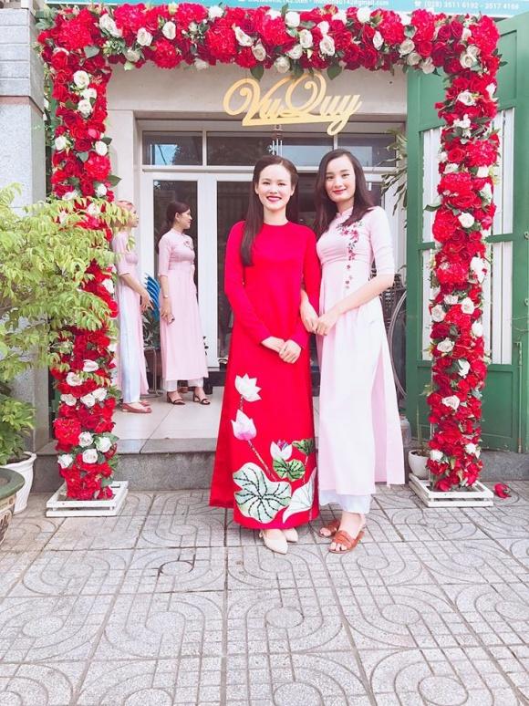 Lê Thúy có chồng vẫn đi đỡ tráp cho Tuyết Lan Next Top 5
