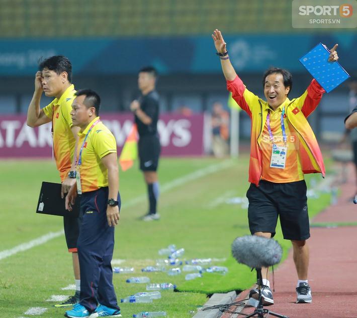 Và sau tất cả là bàn thắng của Nguyễn Công Phượng đem lại cảm xúc vỡ òa cho các thành viên đội bóng, CĐV trên khán đài Bekasi và toàn thể người hâm mộ bóng đá tại Việt Nam. Olympic Việt Nam lần đầu tiên vào được đến vòng tứ kết ASIAD. Các cầu thủ sẽ đối đầu Olympic Syria trong trận đấu ngày 27/8 cũng trên SVĐ Bekasi.