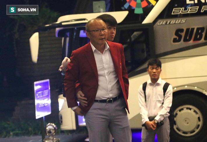 Thầy trò HLV Park Hang-seo sẽ di chuyển bằng ô tô khoảng 100 km, rồi lên chuyến bay lúc 09h00 về nước.