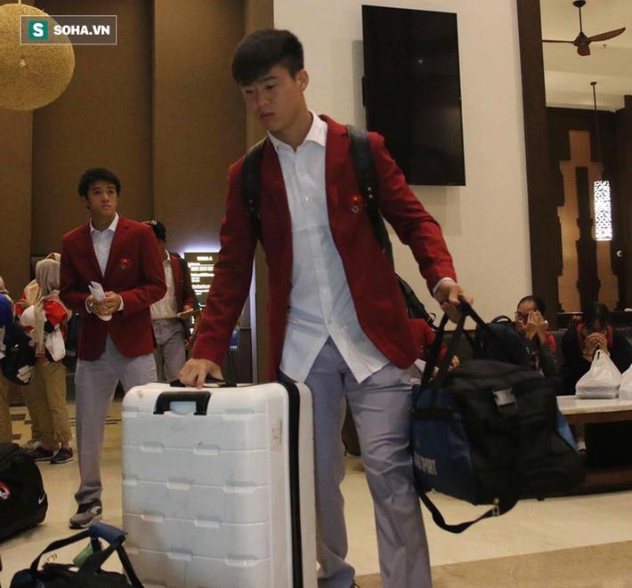 Dậy từ sớm tinh mơ, U23 Việt Nam trên đường về nước 3