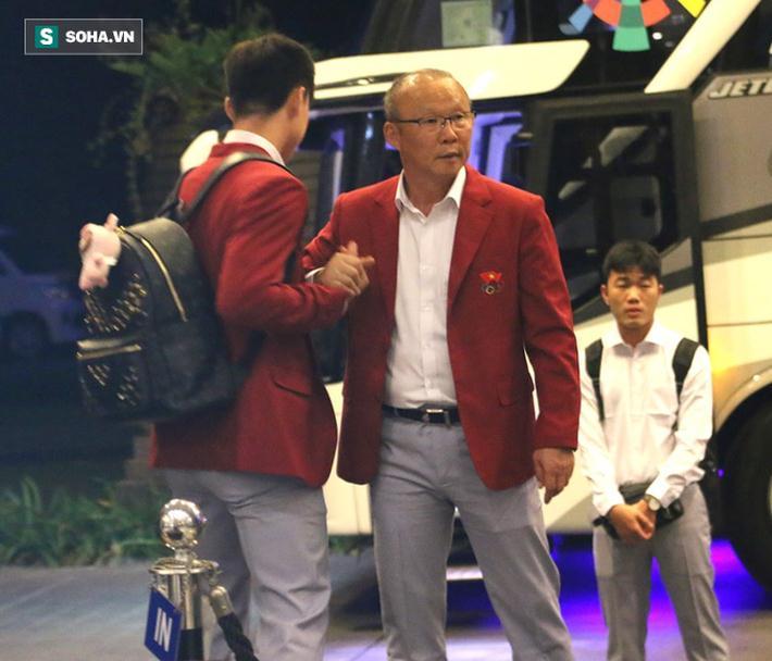 Dậy từ sớm tinh mơ, U23 Việt Nam trên đường về nước 7