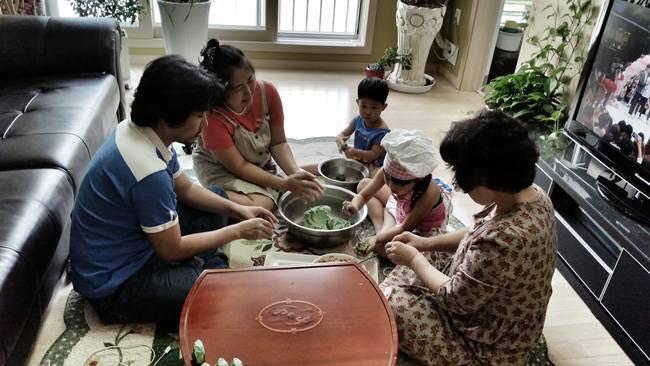 Ngày nay, việc làm bánhSongPyeon trở nên đơn giản hơn.