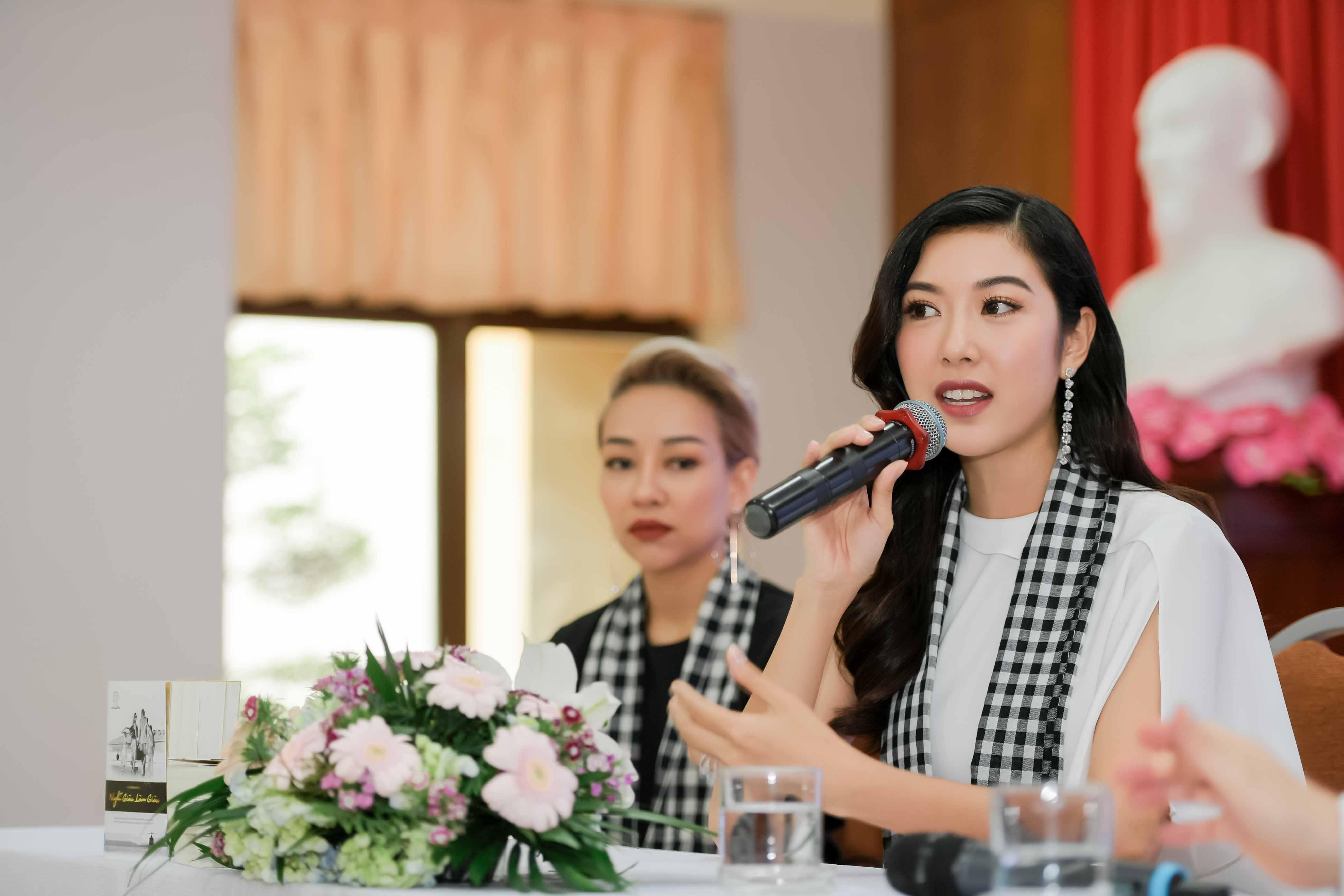 Thúy Vân, Ngọc Trân khoe nhan sắc nổi bật và chia sẻ bí quyết thành công với sinh viên 3