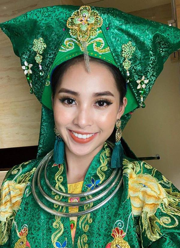 Trang phục Chầu Văn mà Hoa hậu Trần Tiểu Vy mặc trong phần biểu diễn