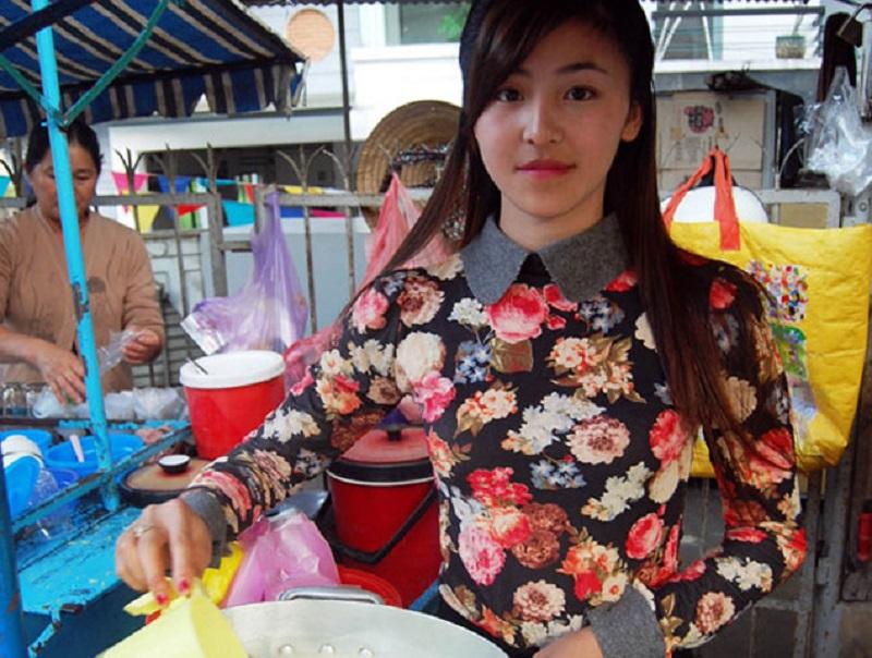 Hình ảnh 'hot girl bánh tráng trộn' - Lưu Hoài Bảo Chitừng được chia sẻ rầm rộ