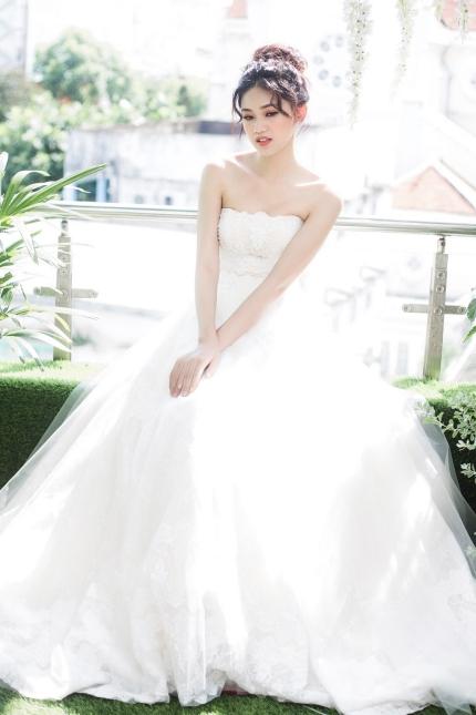 Á hậu Thanh Tú bất ngờxác nhận tổ chức đám cưới vào tháng 12 tới đây.