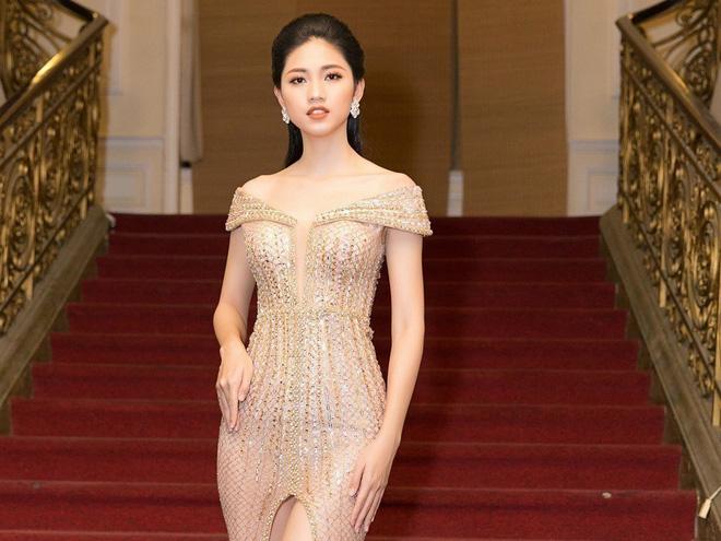 Á hậu Thanh Tú là người đẹp đầu tiên trong Top 3 Hoa hậu Việt Nam 2016 lên xe hoa