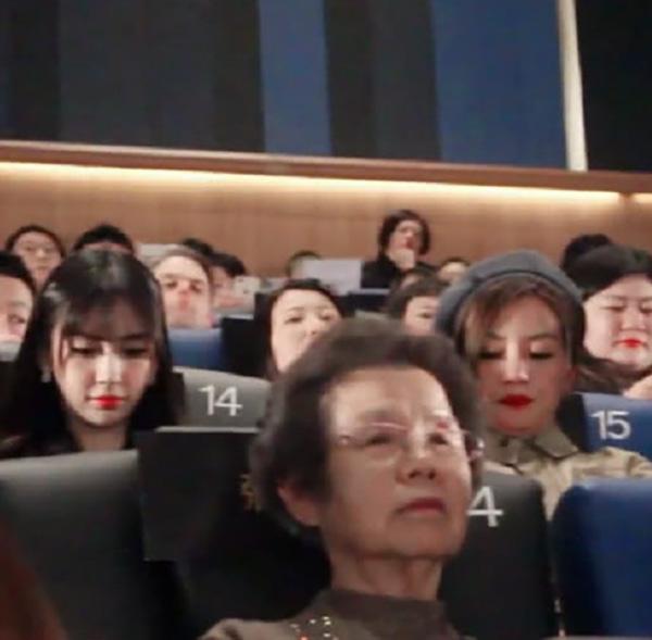 Vợ chồng Huỳnh Hiểu Minh bất hòa đến mức đi dự sự kiện để Triệu Vy ngồi giữa 'ngăn cách'? 3