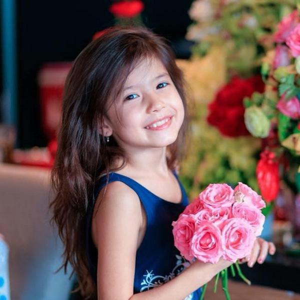 Tham gia 'Biệt tài tí hon' cô bé 8 tuổi gây sốt bởi vẻ đẹp lai Việt – Đức 2