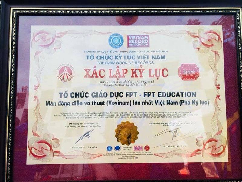 Giấy chứng nhận xác lập kỷ lục của trường THPT FPT.