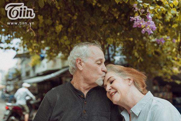 Cặp vợ chồng người Mỹ 38 năm vẫn nắm tay nhau, chọn Việt Nam chụp bộ ảnh cưới 'để đời' 0