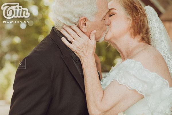Cặp vợ chồng người Mỹ 38 năm vẫn nắm tay nhau, chọn Việt Nam chụp bộ ảnh cưới 'để đời' 2