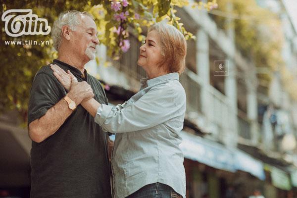 Cặp vợ chồng người Mỹ 38 năm vẫn nắm tay nhau, chọn Việt Nam chụp bộ ảnh cưới 'để đời' 4