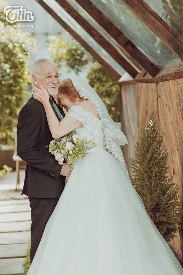 Cặp vợ chồng người Mỹ 38 năm vẫn nắm tay nhau, chọn Việt Nam chụp bộ ảnh cưới 'để đời' 10