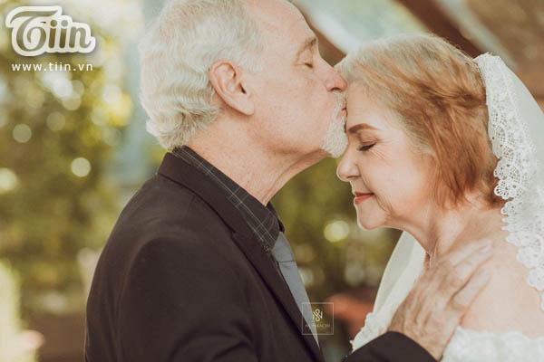 Cặp vợ chồng người Mỹ 38 năm vẫn nắm tay nhau, chọn Việt Nam chụp bộ ảnh cưới 'để đời' 12