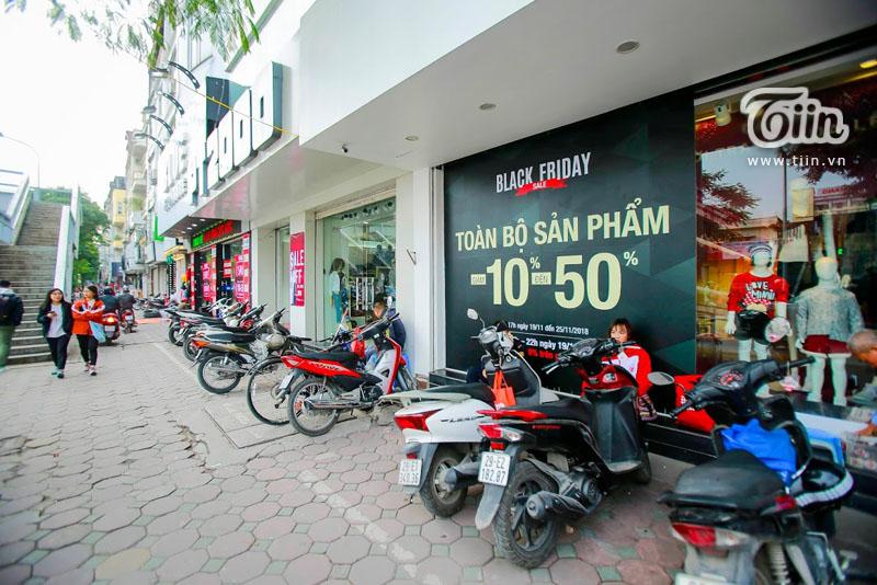 Black Friday: Xếp hàng kín cả thang cuốn, Việt Nam 'crazy' hơn Mỹ 8