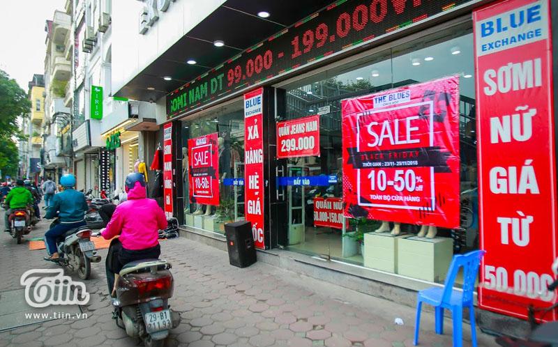 Black Friday: Xếp hàng kín cả thang cuốn, Việt Nam 'crazy' hơn Mỹ 9