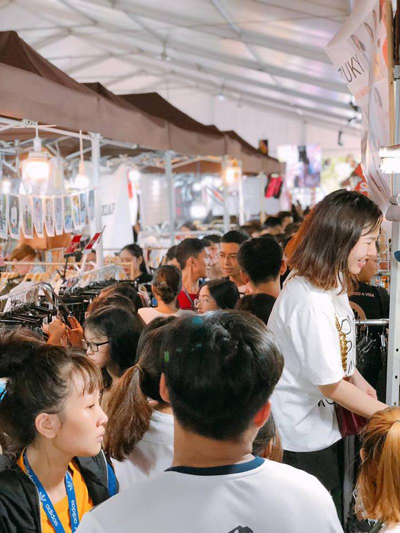 Black Friday: Xếp hàng kín cả thang cuốn, Việt Nam 'crazy' hơn Mỹ 14