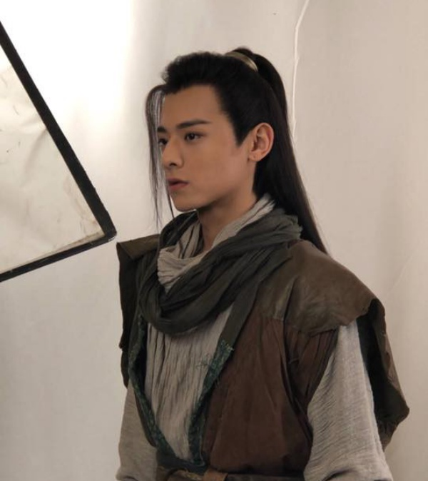 Đoàn Dự: Bạch Chú.Ngoại hình của nam diễn viên được đánh giá là có độ tương đồng cao so với nhân vật Đoàn Dự từng được Lâm Chí Dĩnh thể hiện rất thành công trước đó.