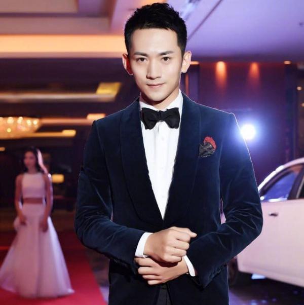 Hư Trúc: Trương Thiên Dương.Nam diễn viên đã từng 'giắt túi' vài vai diễn phụ trước đó trong một số phim truyền hình, song anh vẫn chưa thật sự để lại dấu ấn đặc biệt nào để người hâm mộ nhớ đến.
