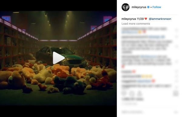 Mặt khác, trong số 6 đoạn teaser được đăng trên Instagram, Miley đều tag thêm Mark Ronson - người được cho là sẽ hợp tác với nữ ca sĩ trong lần trở lại hoành tráng này.