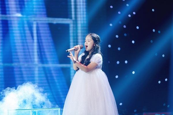 Xuân Phương - học trò Vũ Cát Tường được gọi là 'Tiểu Diva - Hồng Nhung'khi hát ca khúc 'Papa' 0