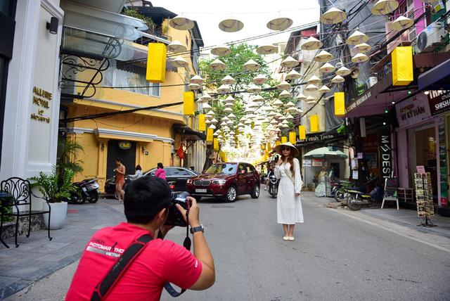 Thêm con đường nón lá tuyệt đẹp ở Hà Nội khiến các bạn trẻ đổ xô đến check-in 6