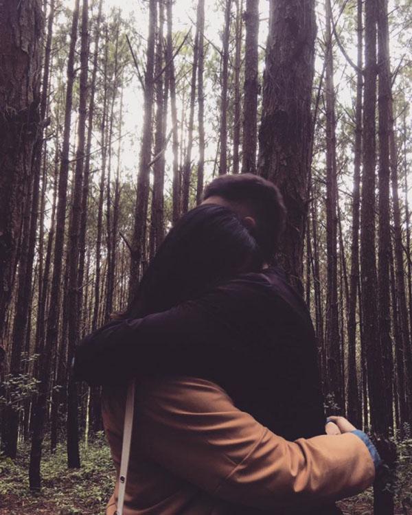 Cặp đôi yêu nhau gần 2 năm nhưng chưa từng hé lộ bức ảnh chụp chung nào.