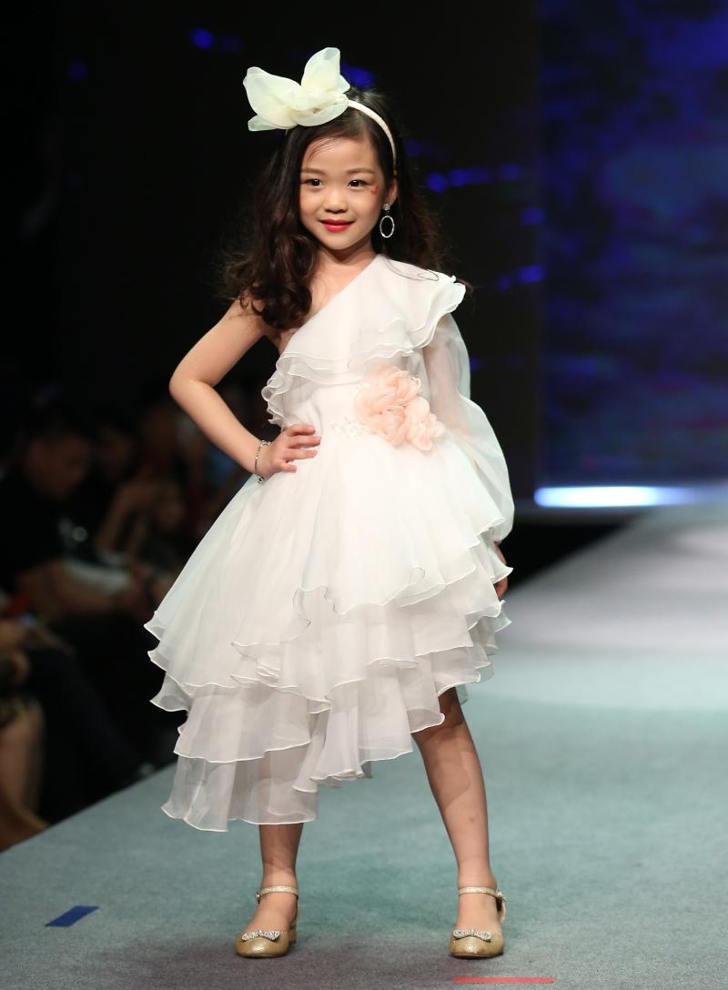 Dàn mẫu nhí trình diễn chuyên nghiệp trong Gala thời trang hướng đến trẻ tự kỷ 1