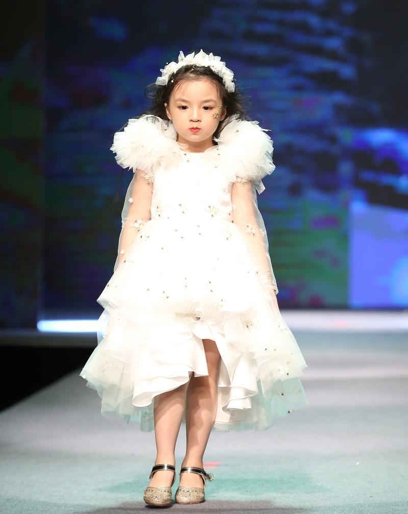 Dàn mẫu nhí trình diễn chuyên nghiệp trong Gala thời trang hướng đến trẻ tự kỷ 2