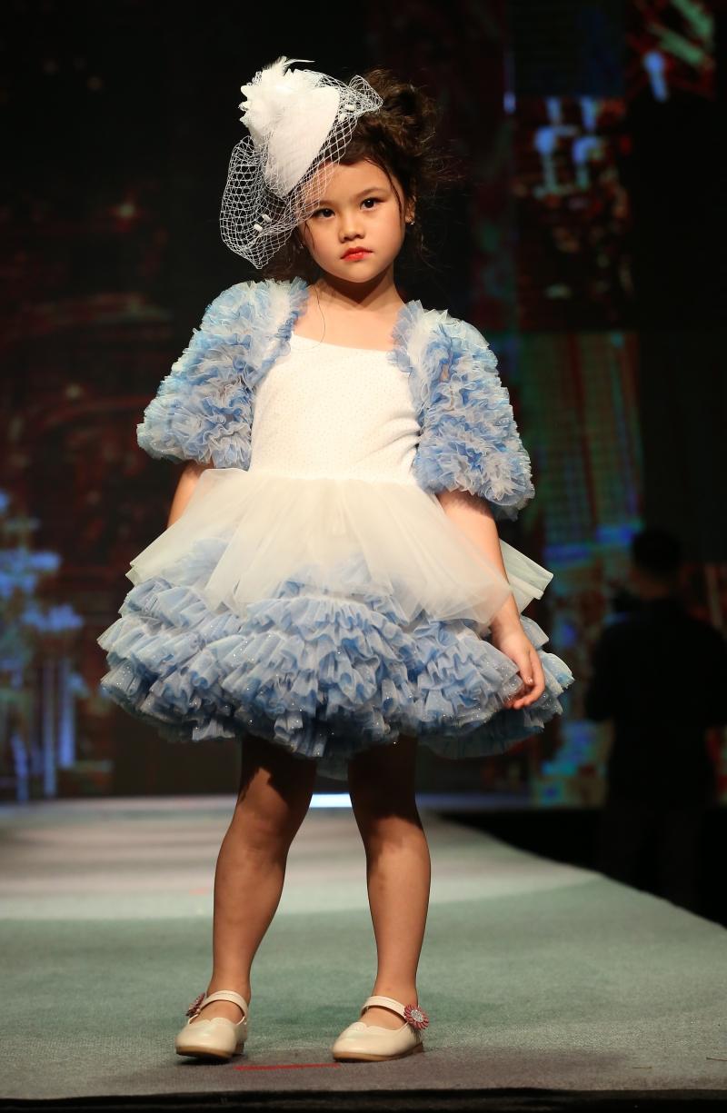 Dàn mẫu nhí trình diễn chuyên nghiệp trong Gala thời trang hướng đến trẻ tự kỷ 3