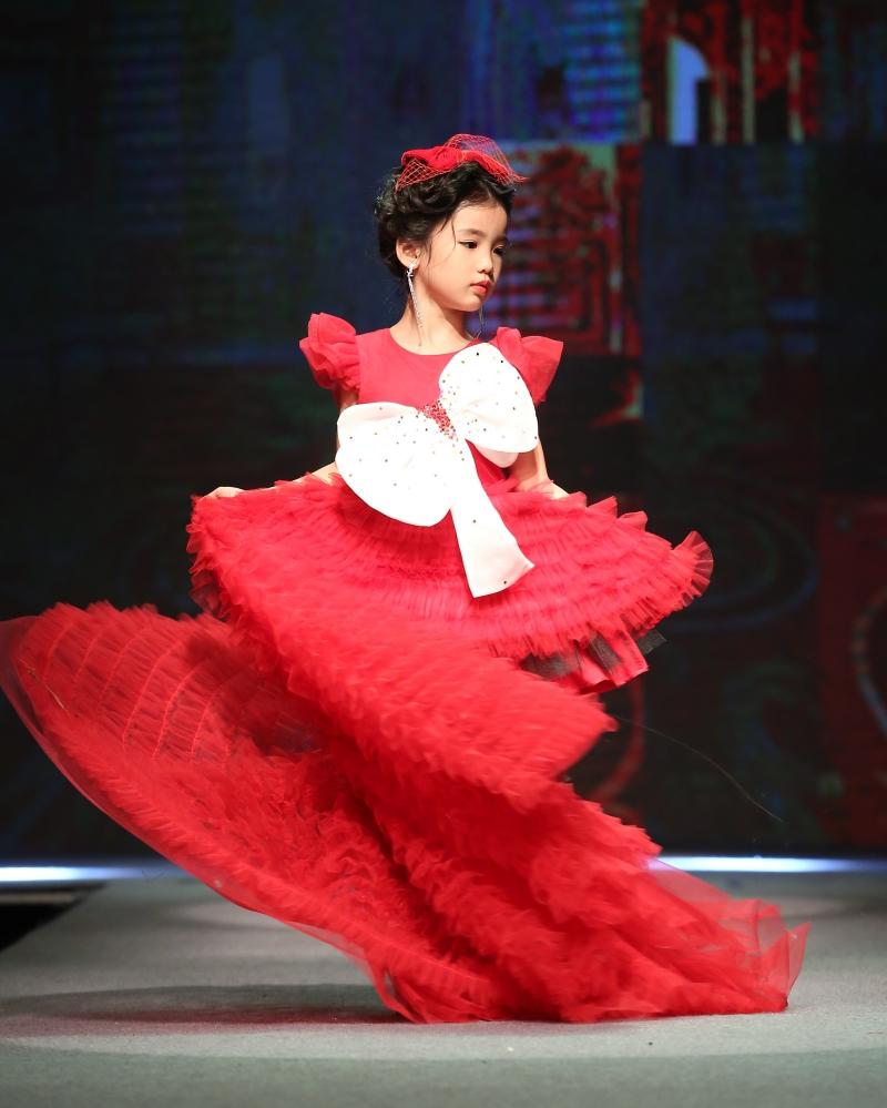 Dàn mẫu nhí trình diễn chuyên nghiệp trong Gala thời trang hướng đến trẻ tự kỷ 4
