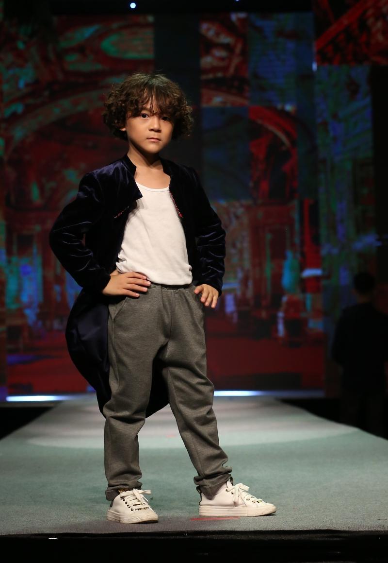 Dàn mẫu nhí trình diễn chuyên nghiệp trong Gala thời trang hướng đến trẻ tự kỷ 7