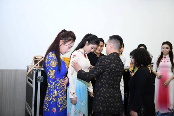 'Quỳnh búp bê' tái xuất sàn catwalk, mở màn show diễn áo dài của NTK Đỗ Trịnh Hoài Nam tại Hàn Quốc 9