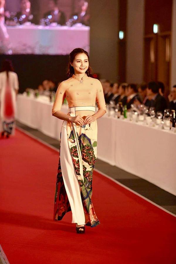 'Quỳnh búp bê' tái xuất sàn catwalk, mở màn show diễn áo dài của NTK Đỗ Trịnh Hoài Nam tại Hàn Quốc 5