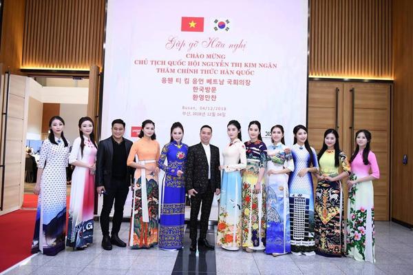 NTK Đỗ Trịnh Hoài Nam và dàn người mẫu nổi tiếng.