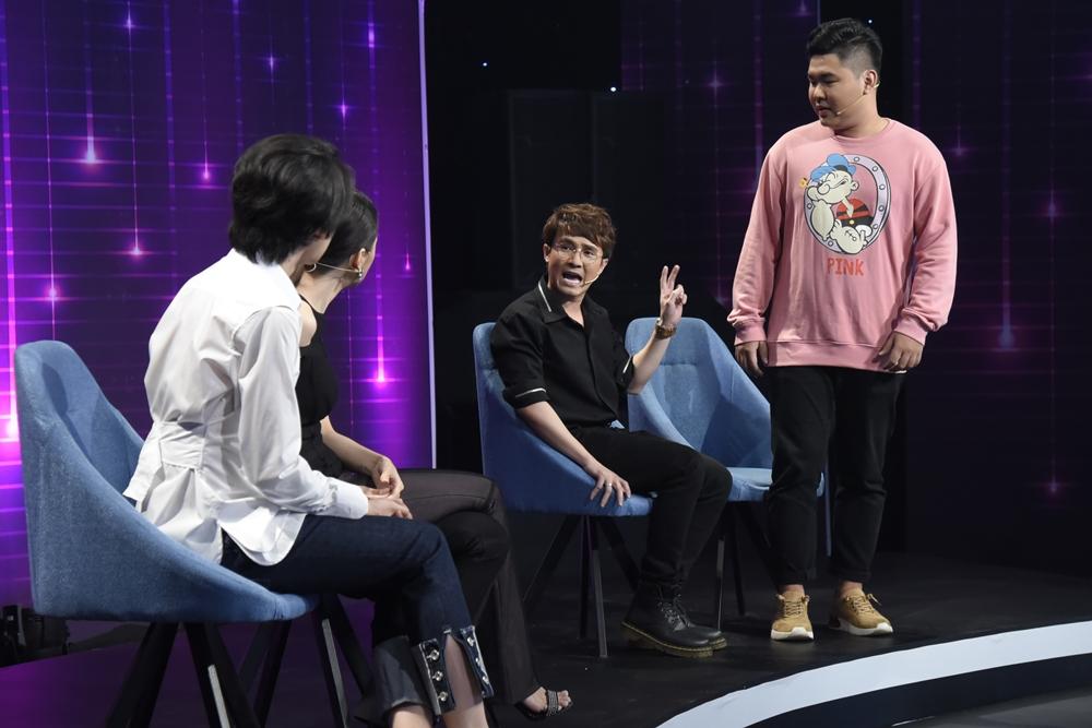 Hương Giang cặp kè cùng 'thầy giáo mưa' phiên bản lỗi Quang Trung 2