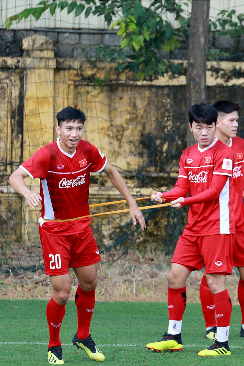 Hóa ra khoảnh khắc Quang Hải bị cầu thủ đội bạn kéo áo đã được HLV Park Hang-seo 'tiên tri' rồi đây! 4