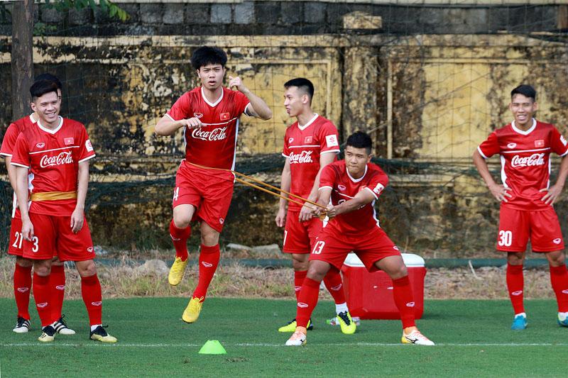 Các cầu thủ đã được luyện tập các bài tập liên quan đến những tình huống trong trận đấu, trong đó có kéo dây đỡ bóng.
