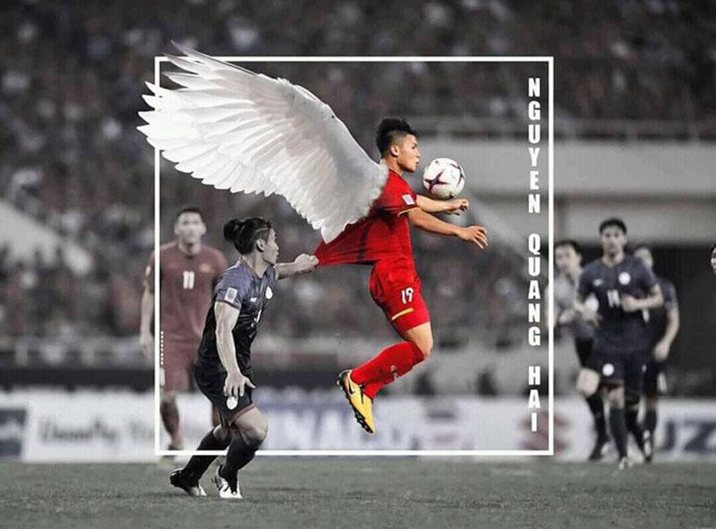 Một số dân mạng còn chế lại khoảnh khắc Quang Hải bay lên đỡ bóng dù bị đối phương chơi xấu.