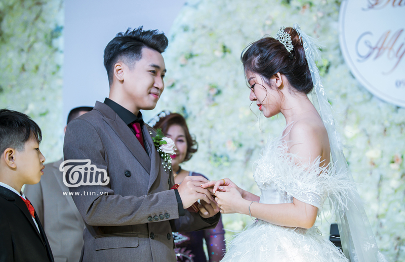 Huy Cung rạng rỡ trong đám cưới, làm Vlog ấn tượng dành tặng vợ 4